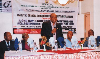 Director, Rivers State Sustainable Development Agency (RSSDA), Mr Bolaji Ogunseye, delivering a speech at a one-day stakeholders meeting on Excellence In Local Government Initiative (ELGI) 2009 at Grand Montecito Hotel, Abacha Road Port Harcourt. With him are chairman , Rivers House of Assembly Committee on LGA Affairs, Hon Ikunye Ibani (right), GM, Corporate Services of RSSDA, Tonye Sukubo (left), amongst others.