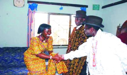 Wife of Bayelsa State Governor, Mrs Alanyingi Sylva (left) being welcome to the palce of the Amayanowei, Odi  by HRM  King Mozi Agara Ibiyanowei of Kolokuma clan while King Shine Apre, Amanyanowei of Odi (middle) , listens during a courtesy visit.