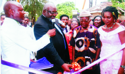 Former Nigerian Bar Association, National President, Chief O.C.J Okocha,(SAN) (2nd left), cutting the tape during the opening ceremony of the Library Port (Reading Bridges Magazine).With him are Dr Gabriel Okara, former Commissioner for Information in old Rivers State (3rd right), and Mrs Mina Margaret Ogbanga, Country Director/CEO of Library Port Bridges Magazine  at Elekahia Housing Estate, Port Harcourt, yesterday. Photo: Chris Monyanaga