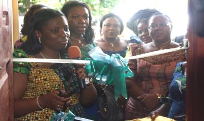 Wife of Rivers State Governor, Dame Judith Amaechi, cutting the tape to commission the ESI Model Nursery School at Akukutoru LGA.