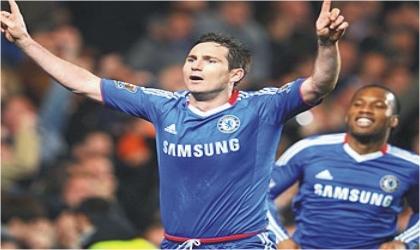 Chelsea's Frank Lampard (left) celebrating the Blues winning goal against Man United, last night