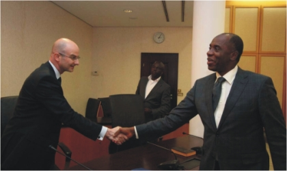 Rivers State Governor, Rt. Hon.Chibuike Amaechi (right) in a handshake with  Lorenzo Pareja, Director, Standard And Poors, Sovereign/International Public Finance rating firm during a courtesy call at Government House, Port Harcourt, Monday.