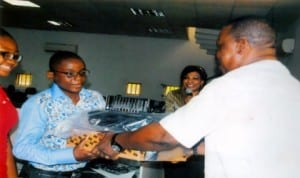 Special Adviser to Rivers State Governor on ICT, Engr Goodliffe Nmekini (right), presenting a set of computer to the best performed student, Johnson Johnson Ebube, during the closing ceremony of ICT Farm at Rivers ICT Centre,Aba Road, Port Harcourt, recently. Photo: Egberi A. Sampson.