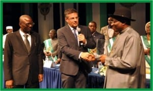 President Goodluck Jonathan (right), receiving the Yitzhak Rabin Centre for African Development Excellent Award from Mr Yuval Rabin, the first son of the former Israeli Prime Minister, Yitzhak Rabin in Jerusalem last Sunday. With them is the President, Yitzhak Rabin International School, Dr Blessing Ogini (left).