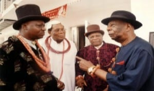 L-R: Paramount Ruler of Akpor Kingdom, Eze Anele Orlu Oriebe, Eze Ekpeye Logbo, Eze Robinson O. Robinson, Nye Nwe Eli Isiokpo, Eze Blessing Ahiazuonwo Wagor and Chairman, Rivers State Council of Traditional Rulers and Gbenemene Tua Tua, Tai Kingdom, King G.N.K. Giniwa, during a condolence visit to the family of Late Eze Frank Eke in Woji, yesterday.