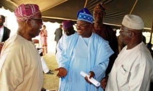 L-R: Afenifere chieftain, Sir Olaniwun Ajayi, Governor Abiola Ajimobi of Oyo State and Chief Ayo Adebanjo, during the preliminary meeting of the Yoruba Committee on National Conference in Ijebu last Monday. Photo: NAN.