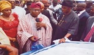 Former President Olusegun Obasanjo (2nd left), commissioning the Chief G.. U. Ake Road in Port Harcourt. With him are Governor Chibuike Amaechi (3rd right) and his wife, Judith (left). Photo: Prince Dele Obinna