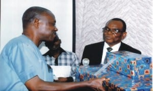 Permanent Secretary Establishment, Rivers State, Asoelu Gayamos representing Head of Service, Rivers State (right) presenting sourvenire to retired NUJ member, Mr Jemina Amachree (left) during the NUJ Tide chapel send-forth of its retired members/seminar on Life Before & After Retirement in the board room of Rivers State Newspaper Corporation, last Wednesday. Pix: Egberi .A. Sampson