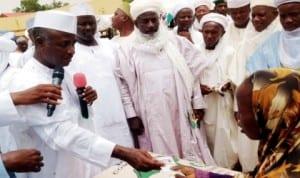 Governor Aliyu Wamakko of Sokoto (right), presenting rice and cash to the needy in Sokoto last Saturday.