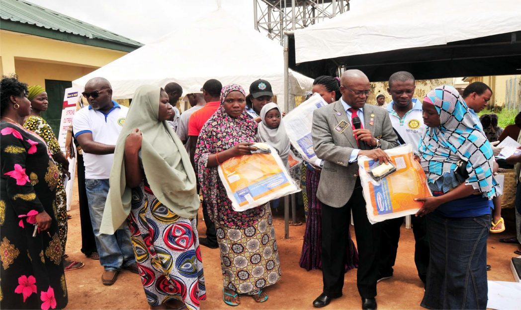 District Governor, Rotary Club International District 9125 Nigeria, Rotarian Mogbey Omatsola (2nd right), presenting mosquito nets and delivery kits to pregnant  women, during the Rotary Club of Gwarinpa-Abuja  Family Health Day in Abuja, recently.