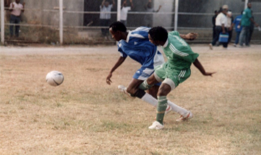 Dolphins players outsnarting an opponent during a Glo league matchs recently