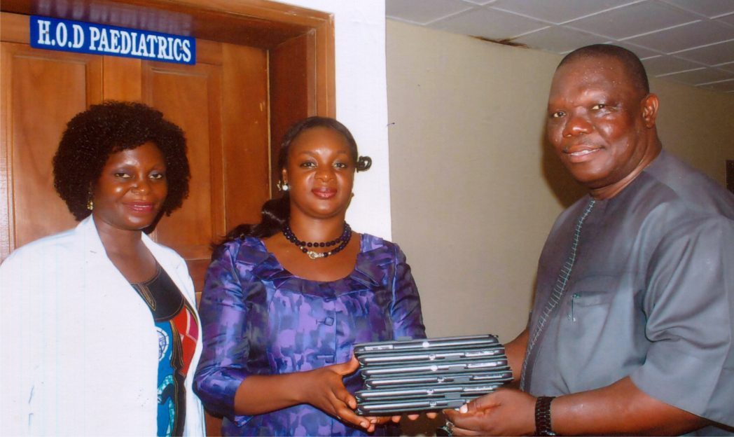 Special Adviser to the Rivers State Governor on ICT, Engr. Goodliffe Nmekini (right), presenting Ipads to the Head of Department, Paediatrics, BMSH, Dr. Ajibola Alabi (middle), during the inspection of ICT facilities at the hospital recently. With them is Dr. Josephine Aiyafo. Photo: Egberi A. Sampson