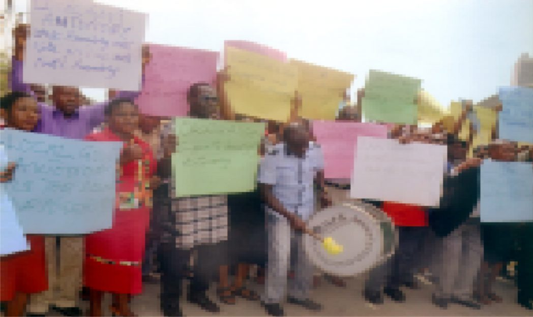 Members of NULGE, Rivers State on protest to the Rivers State House of Assembly on the House support to the Local Government Autonomy in the Nigerian Constiution amendment. Photo: Chris Monyanaga