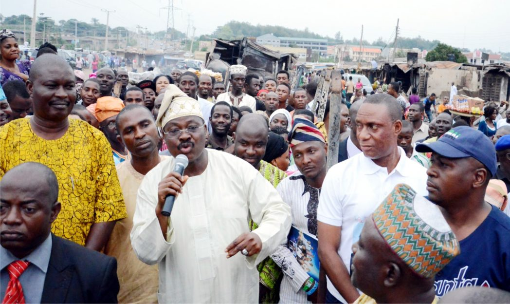 Governor  Abiola Ajimobi of Oyo State addresing traders during his  visit to Aleshioloye Market which got burnt in Ibadan