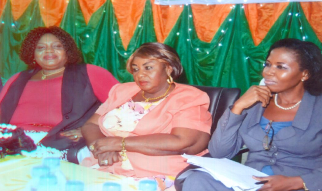 Guest lecturer at the 5th triennial delegete conference of NAWOJ, Rivers State, Barr Mrs Victorial Opara, (right), former NAWOJ Chairman, Rivers State, Mrs Uche Atuzie, (middle), Director, Publcations, RSNC, Mrs Juliet Njiowhor, (left) at the Ministry of Women Affairs, Port Harcourt, recently. Photo: Chris Monyanaga