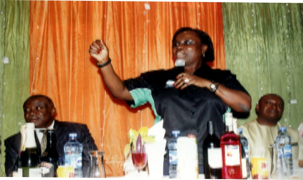 Executive Chairman, Rivers State Internal Revenue Service, Onene Osila Obele-Oshoko (middle) making an opening address during the media dinner organised in Port Harcourt recently.With her are Board member representing Rivers East,  Sir Nelson Wali (left) and Board member  Christian Ogbowu (right). Photo: Egberi .A. Sampson