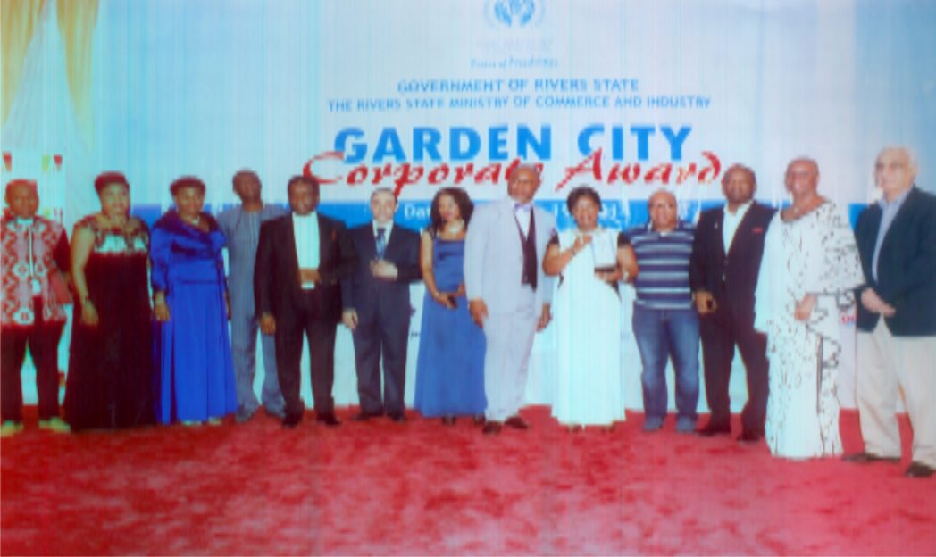 Commissioner for Commerce and Industry, Rivers State, Hon. Chuma C.Chinye (6th right) Executive Vice Chairman, Moni Pulo, Mrs Seinye Lulu Briggs (5th right) Permanent Secretary of Commerce and Industry, Ms Kadilo Brown (3rd left), President, PHCCIMA, Engr. Emeka Unachukwu (5th left) Executive Director, MCC Nig. Ltd, Mr Nelson Jaja and others dignitaries in the Garden City Corporate award organised by Ministry of Commerce and Industry, Rivers State in Port Harcourt. Photo: Egberi A. Sampson