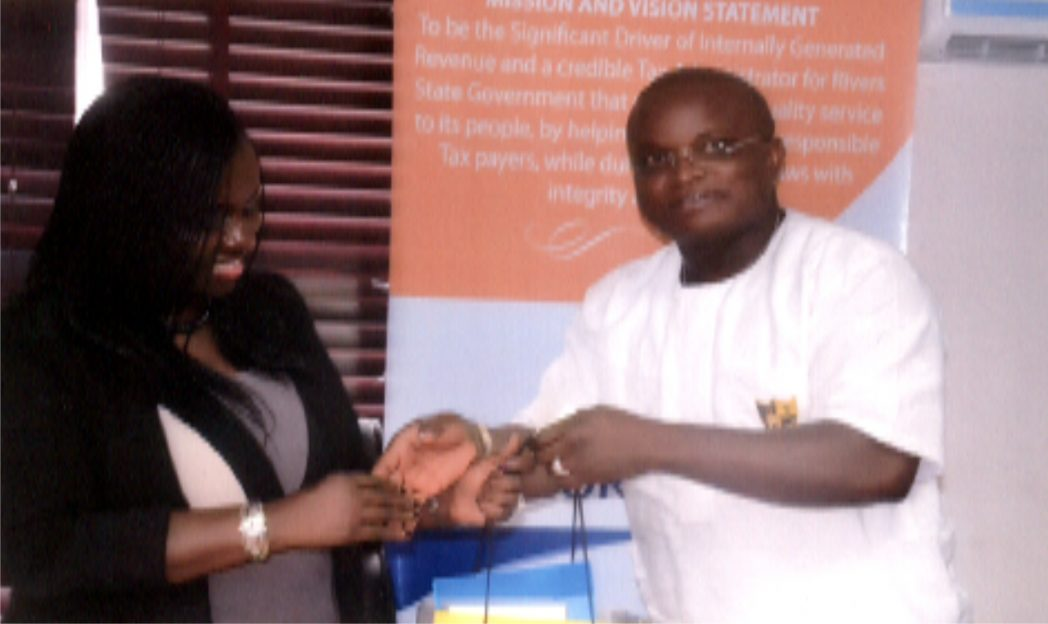 Hon. Josiah Orlu, Chairman House Committee on Revenue, Rivers State House of Assembly, receiving a souvenir from Mrs Onene Osila Obele-Oshoko, Chairman Rivers State Internal Revevue Service during a visit to the committee.    Photo: Ibioye Diama