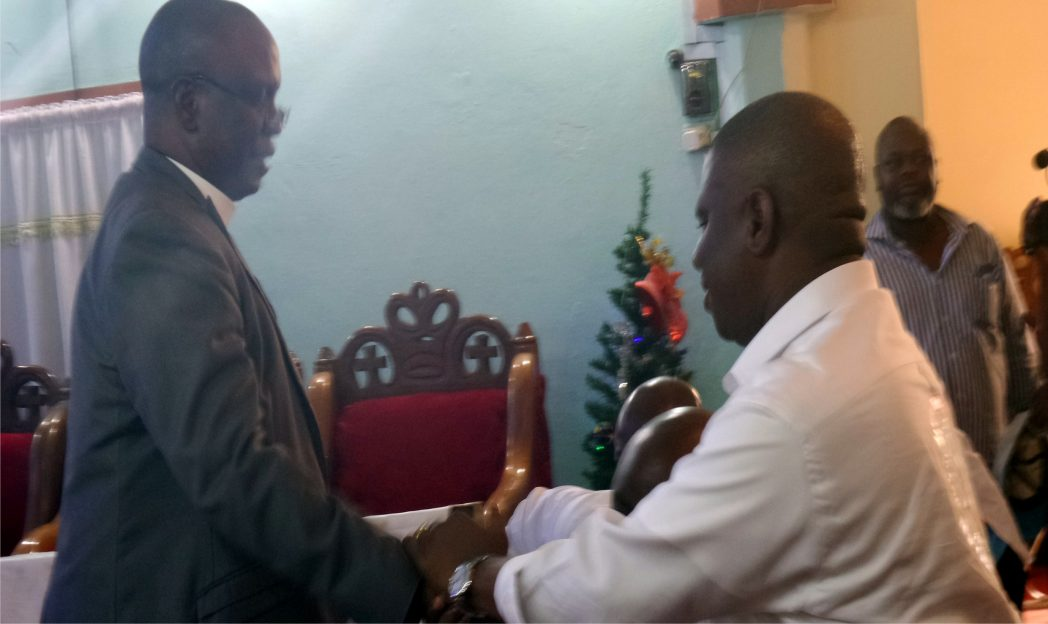 APC governorship candidate in Rivers State, Dr. Dakuku Adol Peterside (right), shaking hands with Bishop Sosthenes Eze, during the Church Service in Bonny, last Sunday.