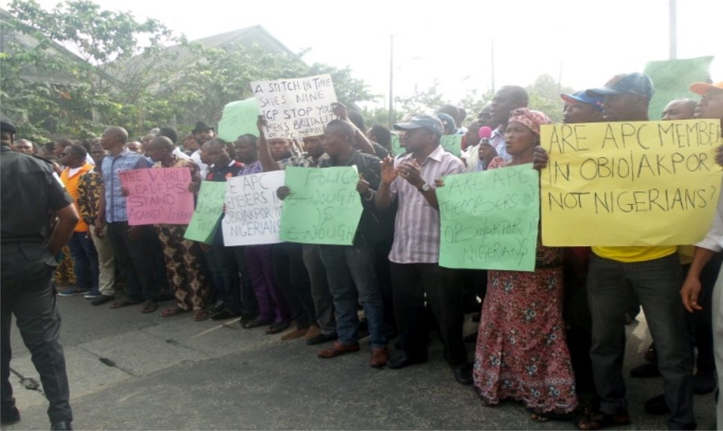 All Progressives Congress (APC) members in Obio/Akpor Local Government Area, during a protest march to the Rivers State Police Command headquarters in Port Harcourt, Rivers State,  last Monday.