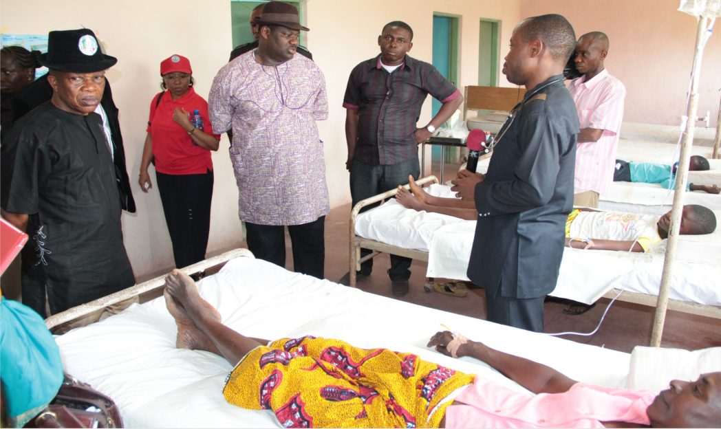 Rivers State Deputy Governor, Engr Tele Ikuru (middle) listening to an explanation by the doctor at a disease control centre, where Cholera victims are receiving treatment at Ngo, Andoni LGA.