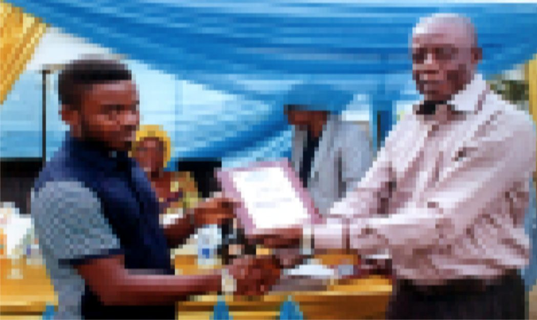 Board member, GPHCDA, Engr. Victor Amachree (right) presenting award to Christian Tamunoemi (left) after the thanksgiving service at the administrative office of GPHCDA, recently.            Photo: Egberi A. Sampson