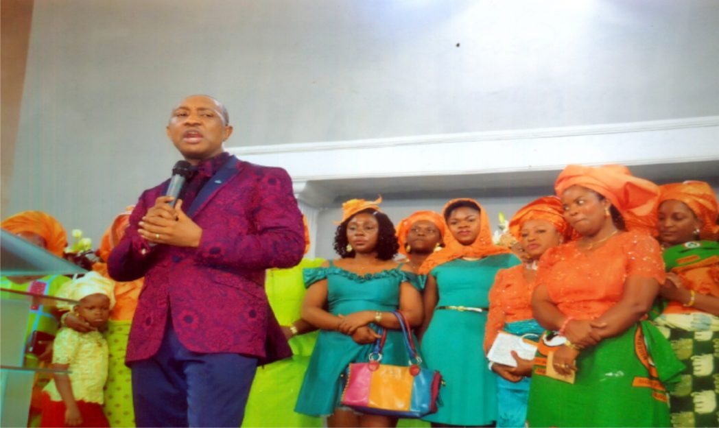 Pastor George Izunwa with Rivers State NAWOJ members during a thanksgiving service at Gateway Int'l Church, recently.Photo: Ibioye Diama