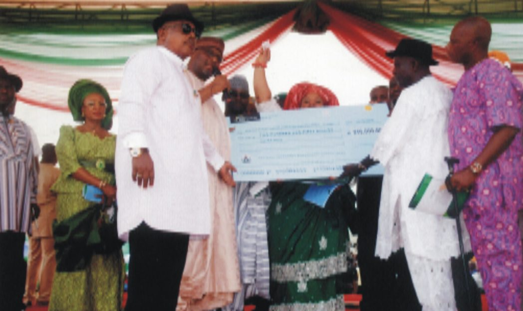 Chief ThankGod Ebere (2nd right) receiving a cheque from the National Chairman of PDP, Alhaji Adamu Muazu,  at Rumuosi community, during the national chairman's official visit to Rivers State.
