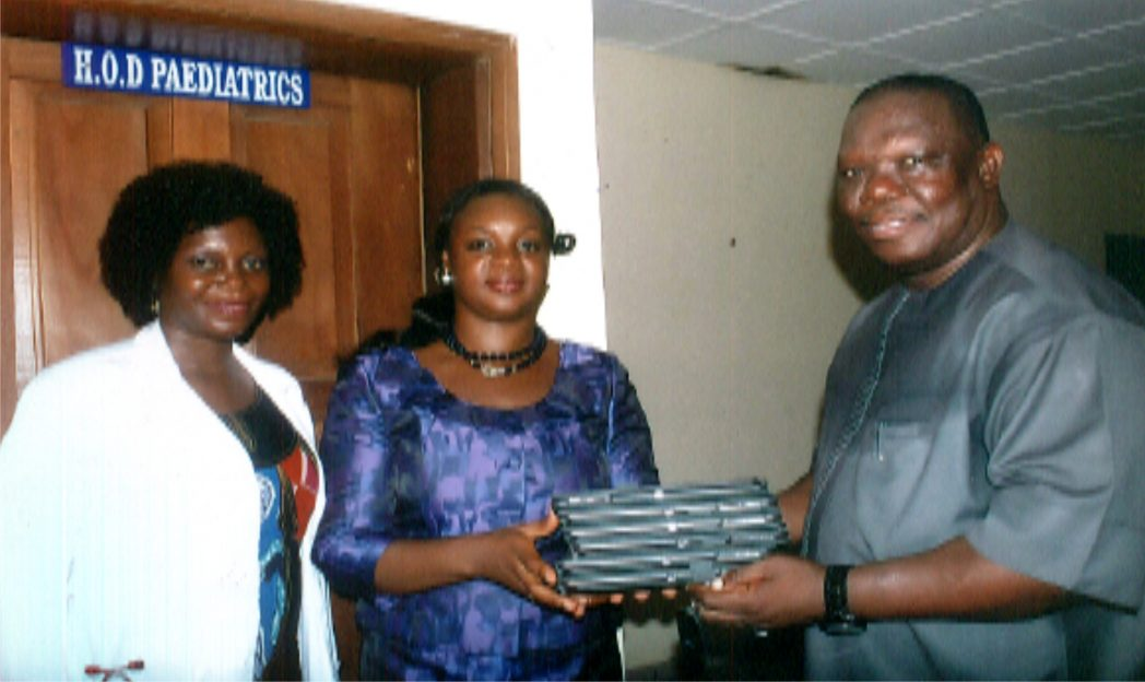 Special Adviser to the Rivers State Governor on ICT, Engr. GoodLiffe Nmekini (right) presenting ipads to HOD Paediatrics BMSH, Dr. Ajibola Alabi (middle). With them are, Dr Josephine Aiyafo.                 Photo: Egberi .A. Sampson