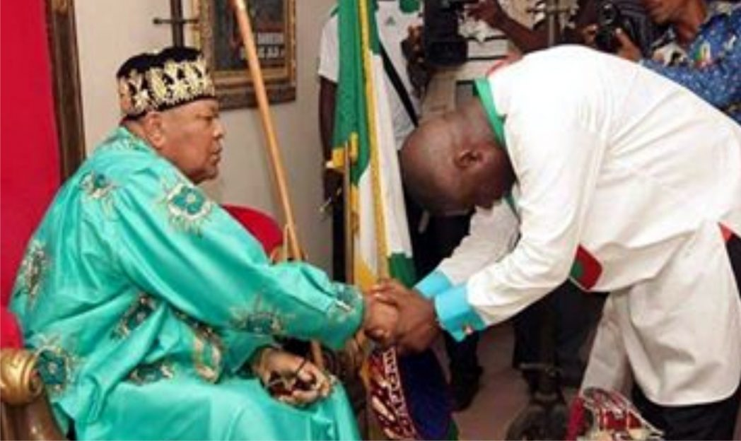 Amanyanabo of Opobo Kingdom, King Dandeson Douglas-Jaja blessing the APC governorship candidate in Rivers State, Dr Dakuku Peterside, during a courtesy visit, recently.