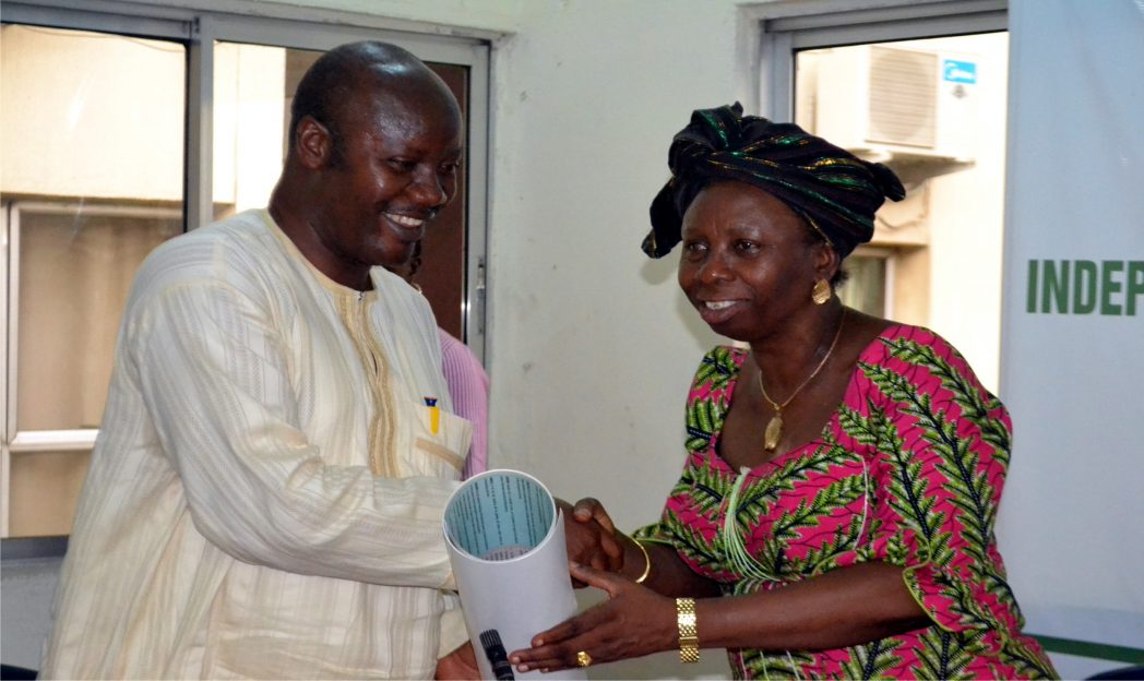 Rivers State Resident Electoral Commissioner, Dame Gesila Khan (right) presenting a souvenir to the Chairman, Nigeria Union of Journalists, Rivers State Council, Mr Opaka Dokubo when the council paid a courtesy visit to INEC offfice in Port Harcourt, recently.