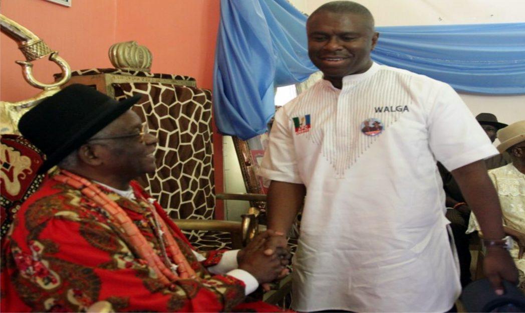 Rivers APC governorship candidate, Dr Dakuku Peterside (left) receiving royal blessing from Amanyanabo of Ogoloma, King G.T.I. Obudibo, Ikwo V, during a courtesy visit at Ogoloma, Okrika, last week