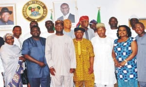Governor Babatunde Fashola of Lagos State (3rd left), President, Guild of Editors, Mr  Femi Adesina (2nd left), General Secretary, Mr Isaac Ighure(4th right), and others  during the  Guild of Editors visit to Governor Fashola in Lagos last Friday.
