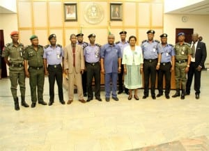 Rivers State Governor, Chief Nyesom Wike (middle), his Deputy, Dr.( Mrs) Ipalibo Harry Banigo, Commissioner of Police, Mr. Musa Kimo (5th left) and other members of the Rivers State Police Command, during a courtesy call to Government House, Port Harcourt on Thursday.
