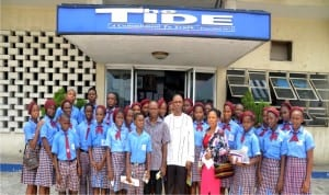 Deputy News Editor Rivers State Newspaper Corporation, Mr Reward Akwu in a group photograph with His Glory Basic Foundation School Igwuruta, Port Harcourt during excusion visit to the Corporation, recently.           Photo: Prince Dele Obinna.