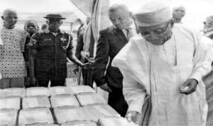 Minister of Agriculture, Chief Audu Ogbeh (right), inspecting some agricultural products at the 2016 National Agricultural Show in Keffi, Nasarawa last Tuesday.
